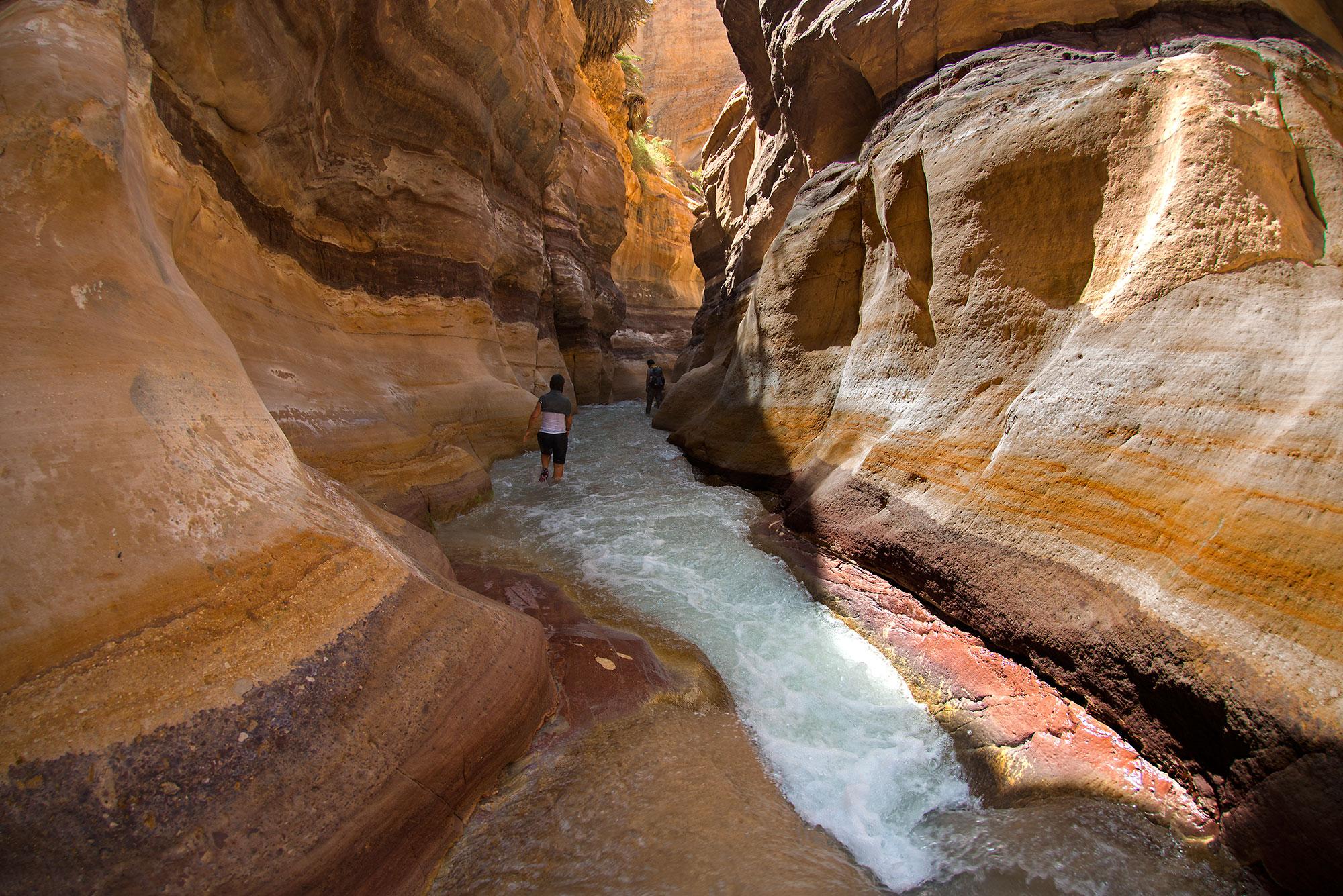 Beautitful Sandstone formations at Wadi Zarka Maìn